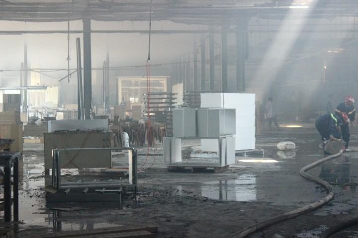 Cháy dữ dội: Hơn 8.000 m2 xưởng gỗ bị thiêu rụi - ảnh 6