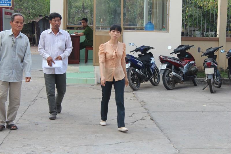 Nhơn Trạch: Trao quyết định đình chỉ vụ án cho chủ đầm tôm - ảnh 1
