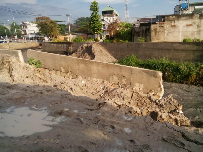 Công an vào cuộc vụ bờ kè tiền tỉ bị sập sau cơn mưa - ảnh 2