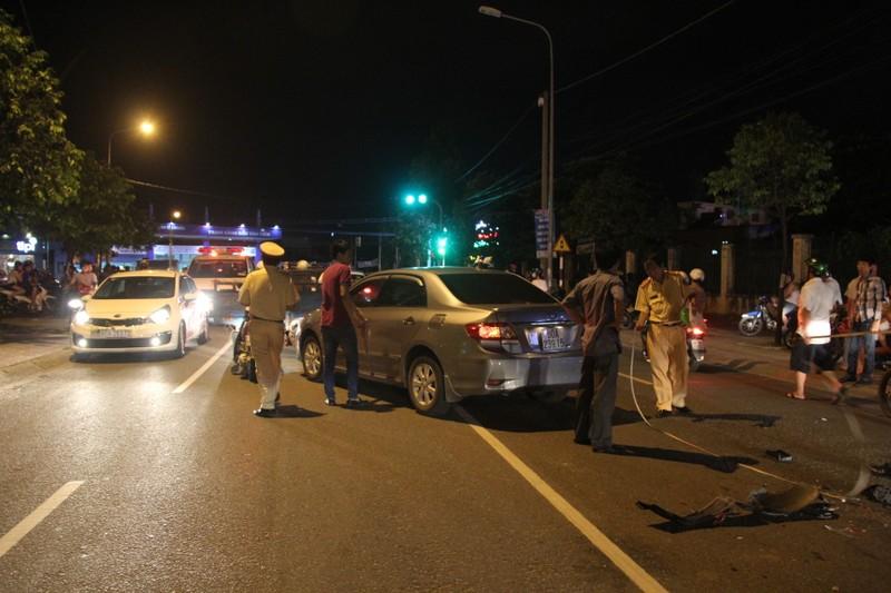 Một cán bộ nghi say rượu lái xe gây tai nạn liên hoàn - ảnh 1