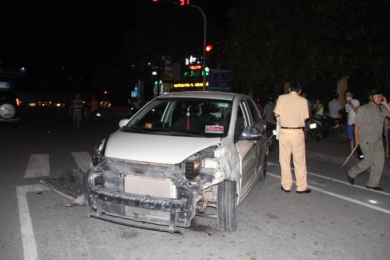Một cán bộ nghi say rượu lái xe gây tai nạn liên hoàn - ảnh 2