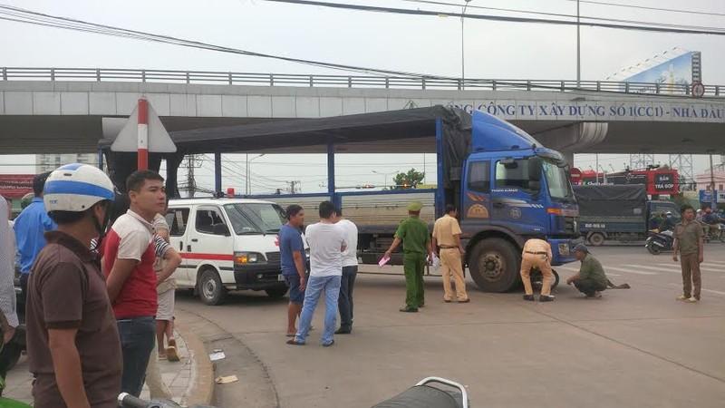 Một phụ nữ bị xe tải cán tử vong dưới cầu vượt Amata - ảnh 1