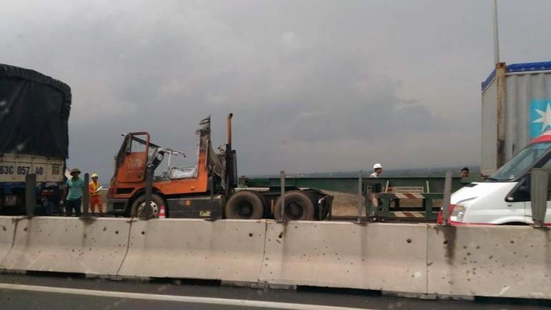 Cháy xe container trên cao tốc TP.HCM - Long Thành - ảnh 3
