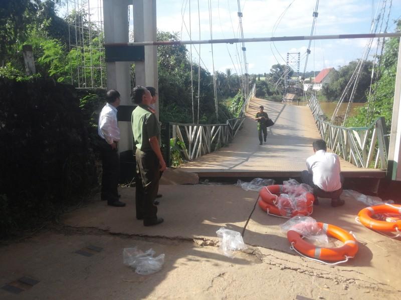 Sập cầu treo, 4 người rơi xuống sông Đồng Nai - ảnh 5