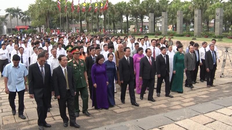 Lãnh đạo TP HCM thành kính dâng bánh tét cúng Vua Hùng - ảnh 1