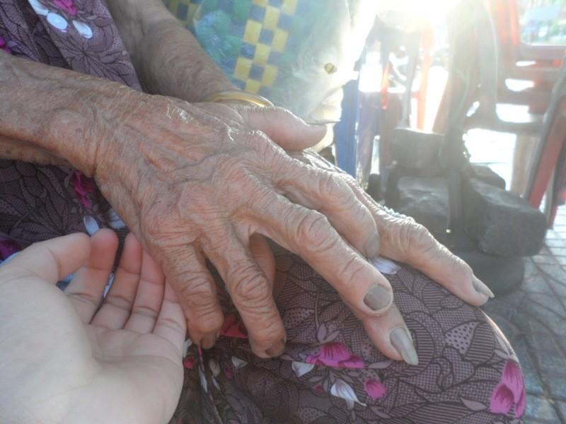 Hạnh phúc bình dị của cụ bà U90 nói được bốn ngoại ngữ - ảnh 3