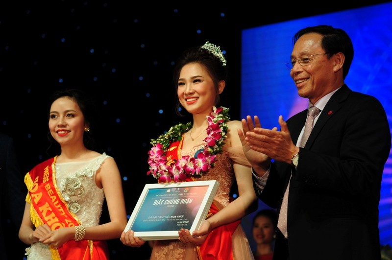 Vũ Phương Anh đạt hoa khôi nữ sinh báo chí 2016 - ảnh 1