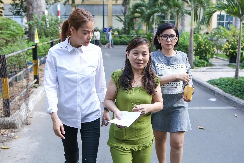 Trương Ngọc Ánh giúp nữ sinh bị tạt acid phẫu thuật gương mặt - ảnh 5