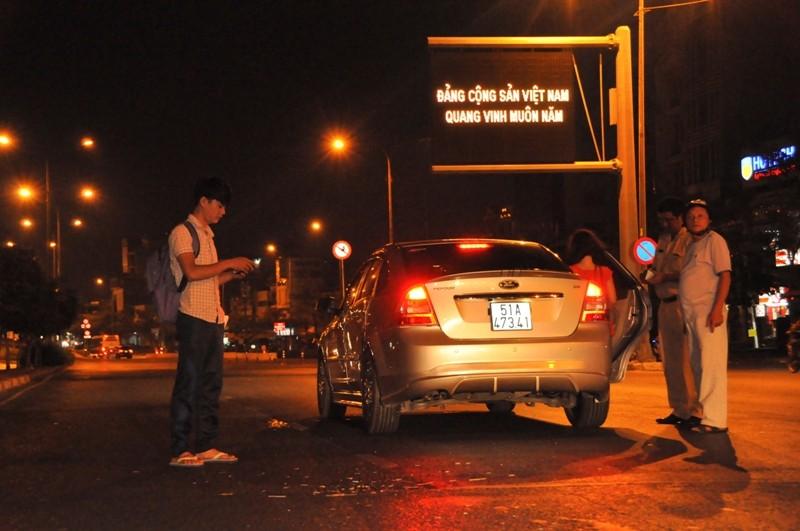 Tài xế chạy ngược chiều gây tai nạn đêm khuya  - ảnh 3