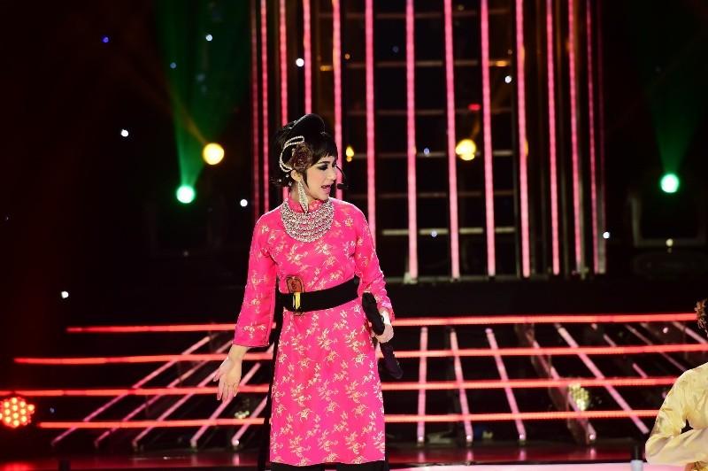 Hòa Minzy hát cải lương cực ngọt khiến Hoài Linh ngỡ ngàng - ảnh 1