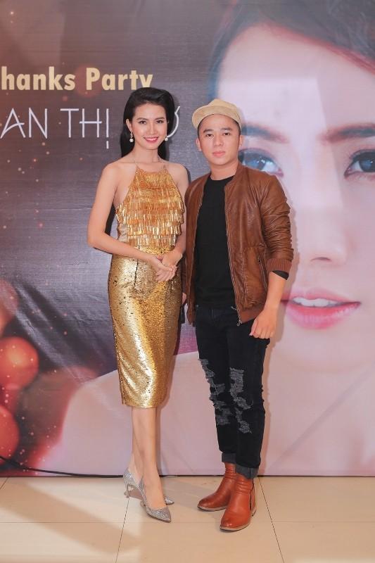 """""""Phù thủy vẽ tranh"""" Phạm Hồng Minh bảnh bao xuất hiện chúc mừng người bạn tốt."""