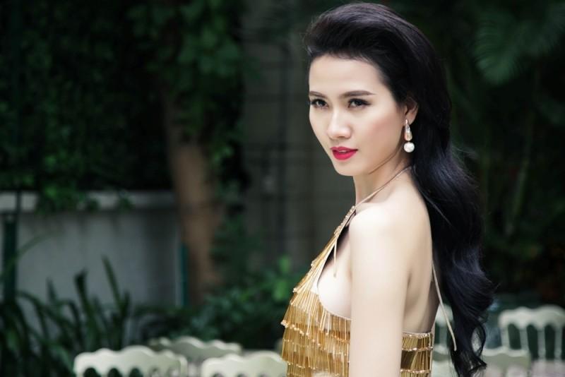 Phan Thị Mơ quyến rũ với đầm vàng bó sát
