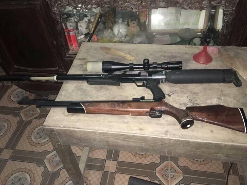 Người dân vùng tái định cư Nghệ An tự nguyện giao nộp hơn 50 súng kíp - ảnh 1