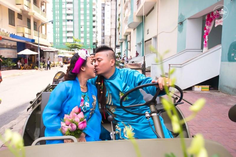 DJ Wang Trần chơi sốc khi rước dâu bằng dàn mô tô cổ - ảnh 1