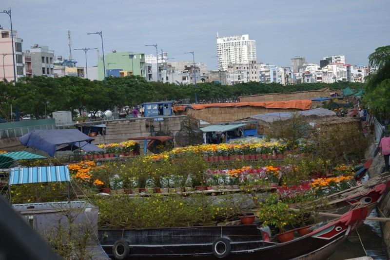 Bến Bình Đông: Hoa tươi, người héo - ảnh 18