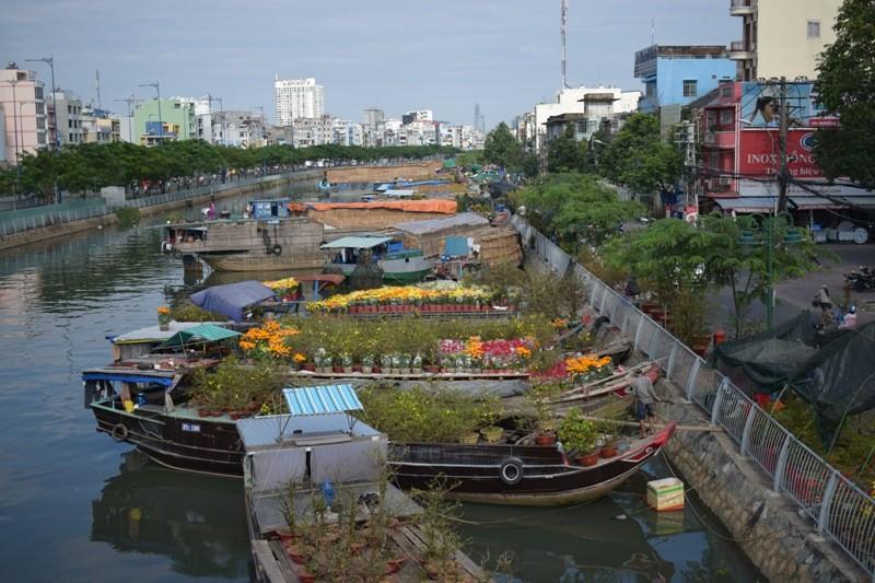 Bến Bình Đông: Hoa tươi, người héo - ảnh 1