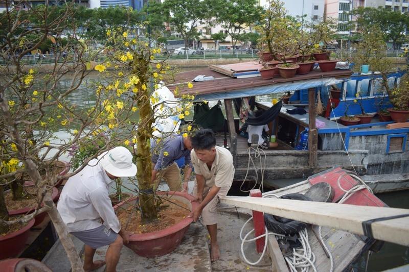 Bến Bình Đông: Hoa tươi, người héo - ảnh 15