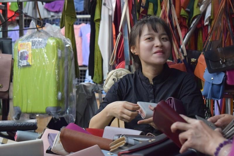 Chật vật chen chân đi chợ Hạnh Thông Tây ngày cuối năm - ảnh 8