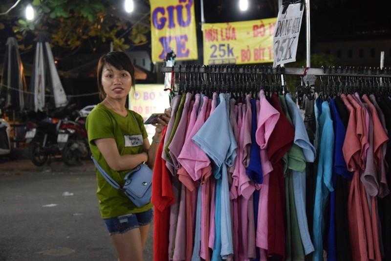 Chật vật chen chân đi chợ Hạnh Thông Tây ngày cuối năm - ảnh 11
