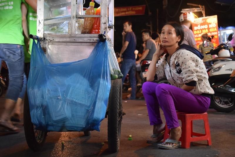 Chật vật chen chân đi chợ Hạnh Thông Tây ngày cuối năm - ảnh 12