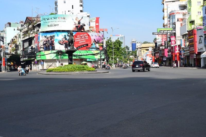 Sài Gòn thênh thanh, bình lặng trong sáng đầu năm - ảnh 6