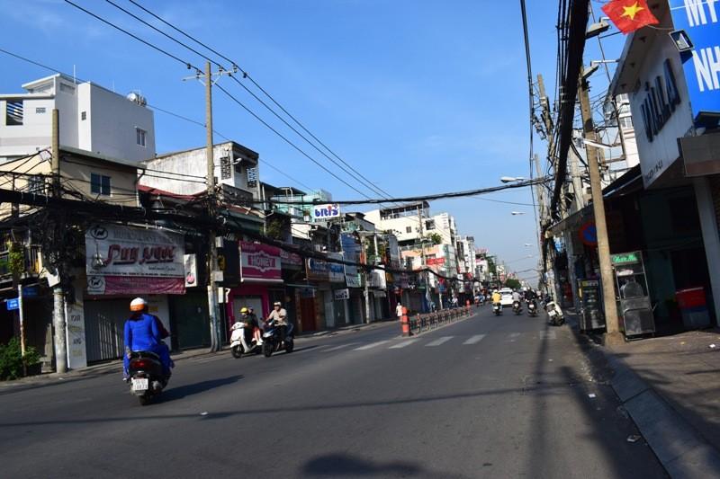 Sài Gòn thênh thanh, bình lặng trong sáng đầu năm - ảnh 3
