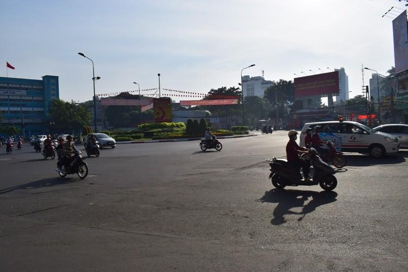 Sài Gòn thênh thanh, bình lặng trong sáng đầu năm - ảnh 10
