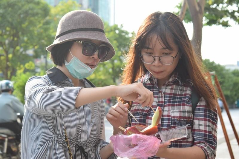 Nữ sinh bị tạt axit đi Thái Lan điều trị đã trở về  - ảnh 8