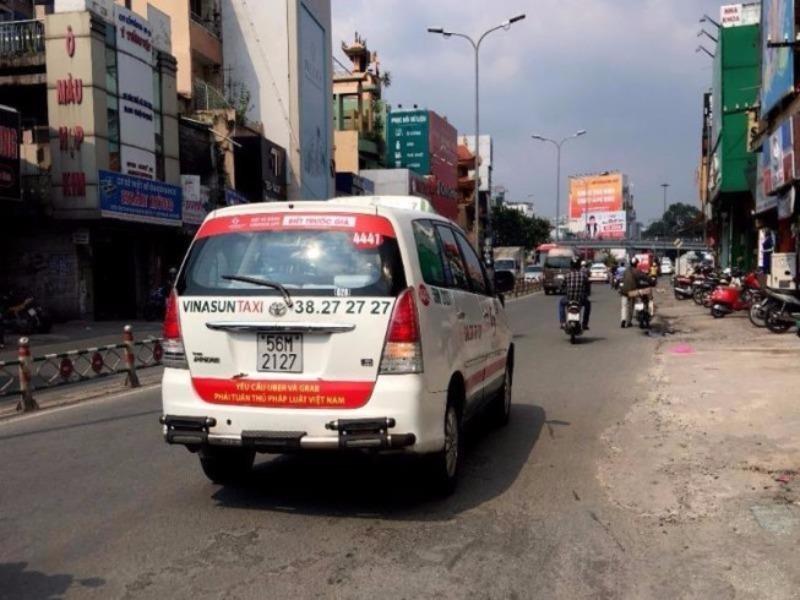 Gửi taxi, xe ôm truyền thống: Đâu rẻ, tử tế tôi xài! - ảnh 1