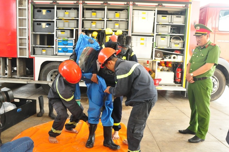 Cảnh sát PCCC Bình Chánh xử lý thông minh vụ rò khí - ảnh 2