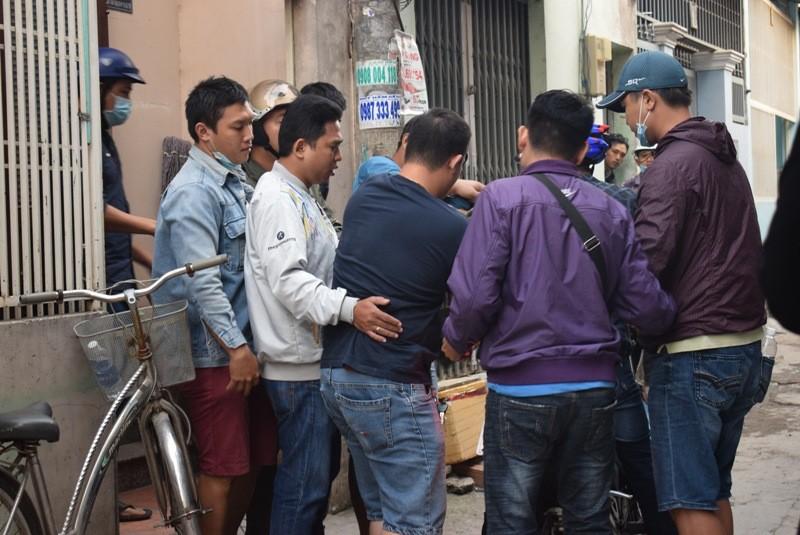 Tên cướp gài điện,tử thủ trong nhà dân ở quận Tân Bình  - ảnh 1