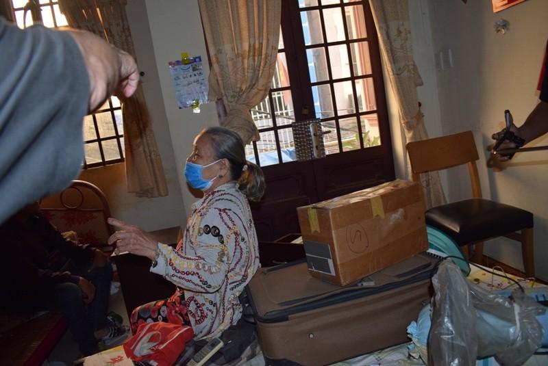 Tên cướp gài điện,tử thủ trong nhà dân ở quận Tân Bình  - ảnh 3