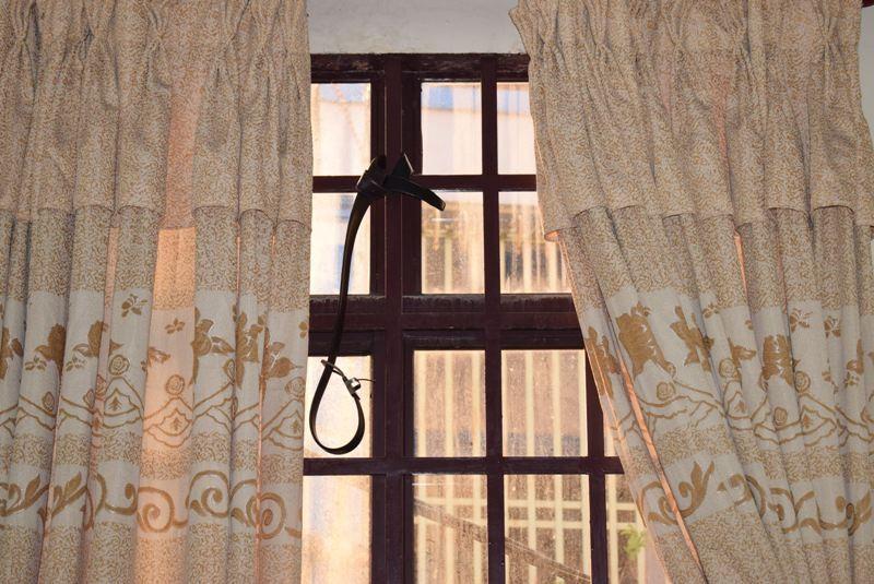 Tên cướp gài điện,tử thủ trong nhà dân ở quận Tân Bình  - ảnh 6