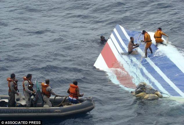"""Chuyên gia """"mổ xẻ"""" nguyên nhân máy bay Malaysia mất tích"""