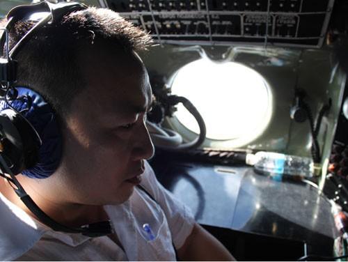 Tìm kiếm máy bay Malaysia mất tích: Đang ăn cơm…. bay liền để ứng cứu - ảnh 2