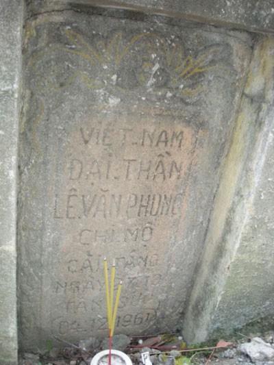 Bia mộ Đại thần Lê Văn Phong