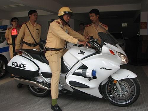 Đà Nẵng trang bị bốn xe mô tô đặc chủng cho CSGT - ảnh 1