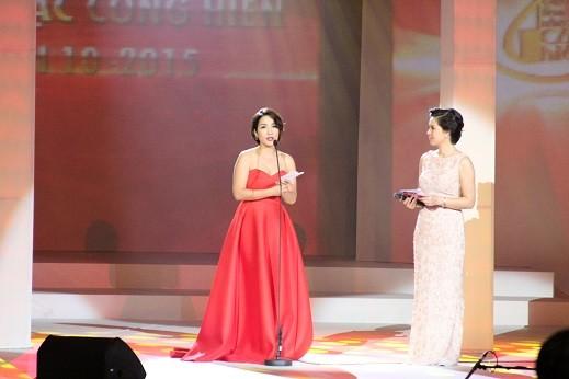 Mỹ Linh công bố giải thưởng Ca sĩ của năm