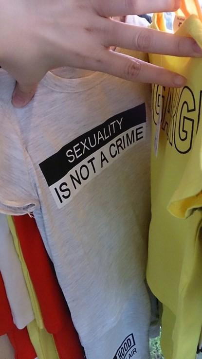 Xuất hiện áo trẻ em in chữ nhạy cảm ở Hà Nội - ảnh 5