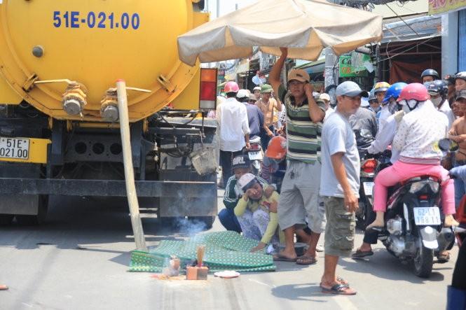 Xe chở rác cán chết học sinh lớp 1 - ảnh 1