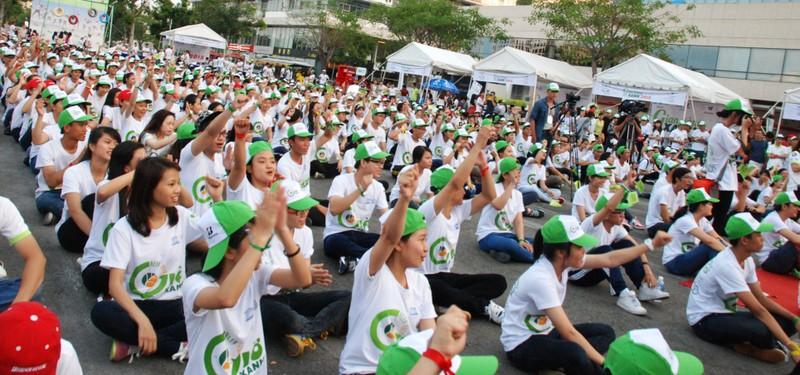 Hơn 2.000  bạn trẻ  Sài Gòn khuấy động Ngày Trái đất Việt Nam 2015 - ảnh 1