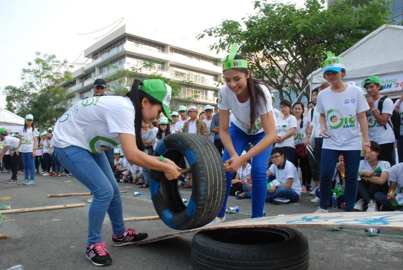 Hơn 2.000  bạn trẻ  Sài Gòn khuấy động Ngày Trái đất Việt Nam 2015 - ảnh 2