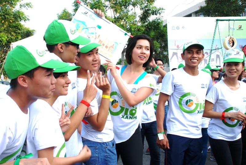 Hơn 2.000  bạn trẻ  Sài Gòn khuấy động Ngày Trái đất Việt Nam 2015 - ảnh 5