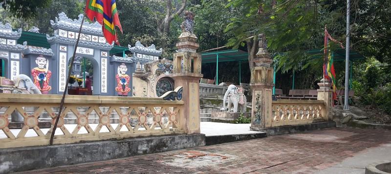 Phế bỏ sư tử đá lai căng ra khỏi đền thờ Liễu Hạnh - ảnh 2