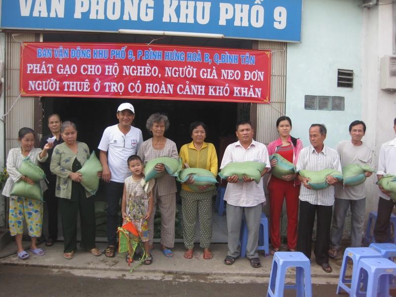 Trao 1,5 tấn gạo cho bà con nghèo - ảnh 2