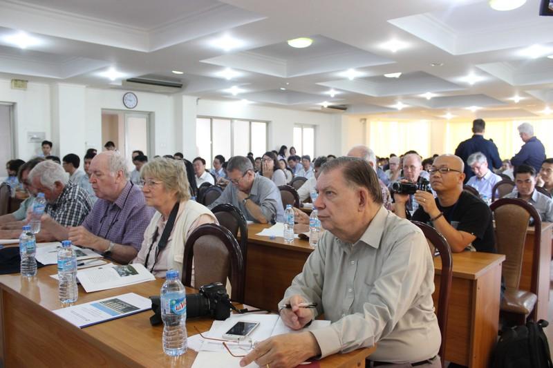 50 phóng viên quốc tế giao lưu với giảng viên, SV ĐHQG - ảnh 2