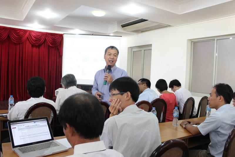 50 phóng viên quốc tế giao lưu với giảng viên, SV ĐHQG - ảnh 4