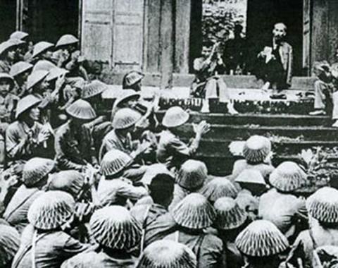 Trước cán bộ, chiến sĩ Quân Tiên phong ở Đền Hùng, Bác Hồ nói: 'Các Vua Hùng đã có công dựng nước, Bác cháu ta phải cùng nhau giữ lấy nước'.