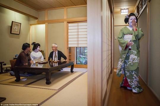 Hé lộ cuộc sống của những Geisha hiện đại qua ảnh