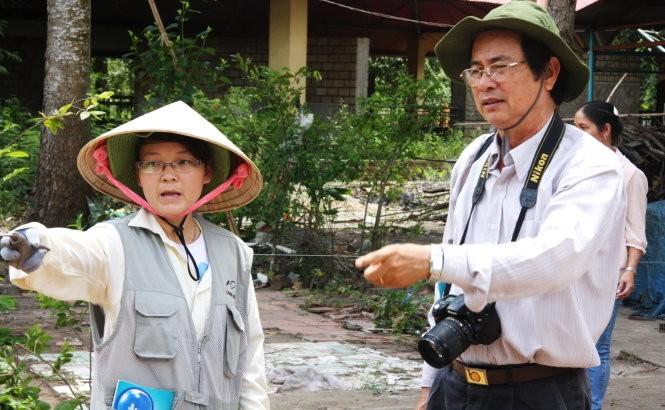 PGS. TS Đặng Văn Thắng đang chỉ đạo việc khai quật - Ảnh: V.Tr.